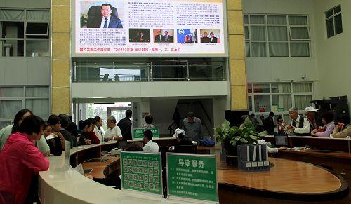 """在海南省三亚市中医院,每天都有很多患者慕名前来找远道从黑龙江来的"""""""